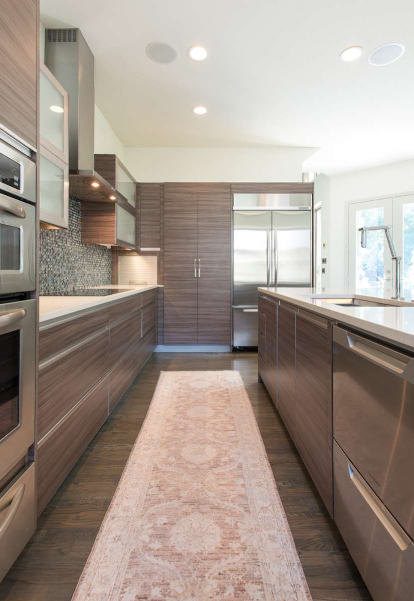 horizontal grain cabinets in Dallas kitchen remodel Northwood Hills